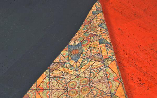 Unifarbener Korkstoff kombiniert mit bedrucktem Korkleder